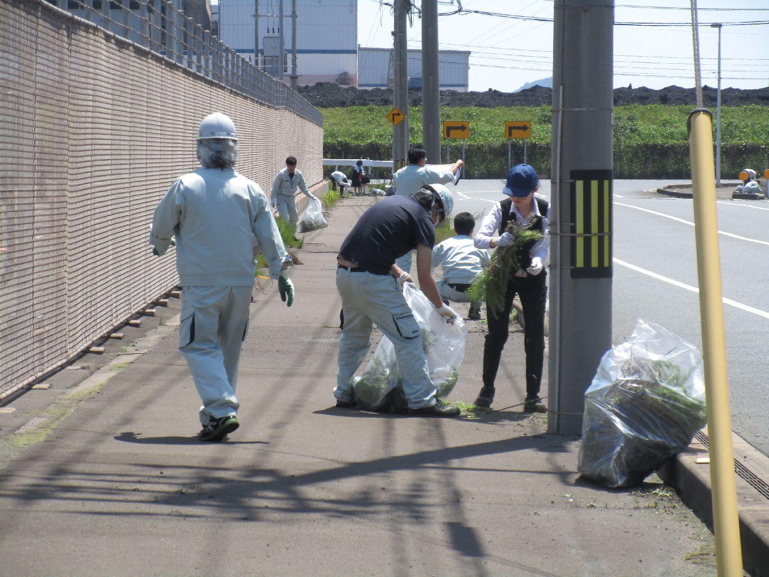 歩道を清掃