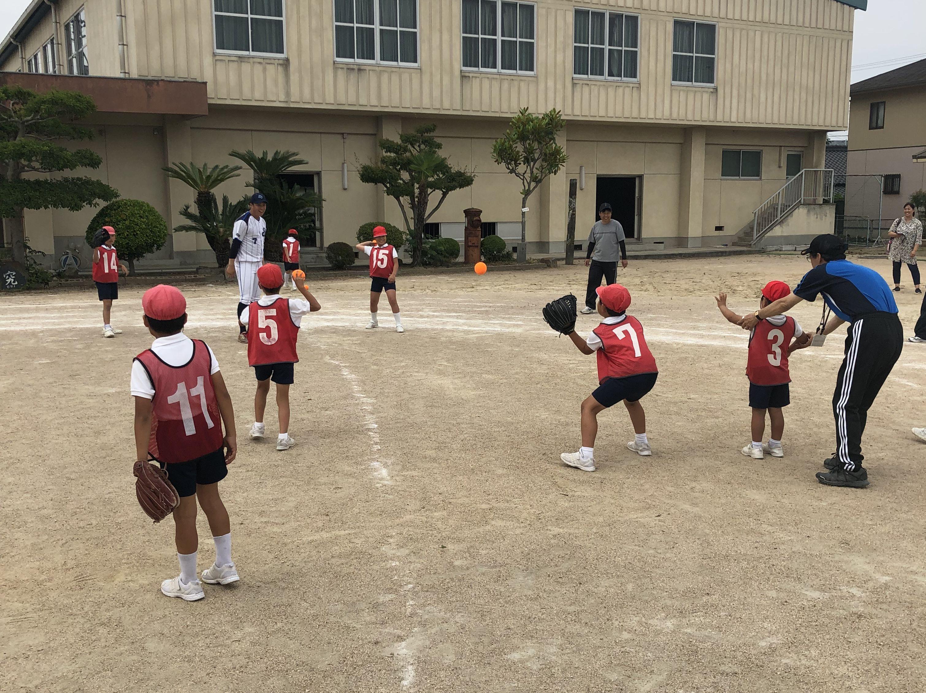 ツネイシブルーパイレーツ 内海小学校で野球教室を開催