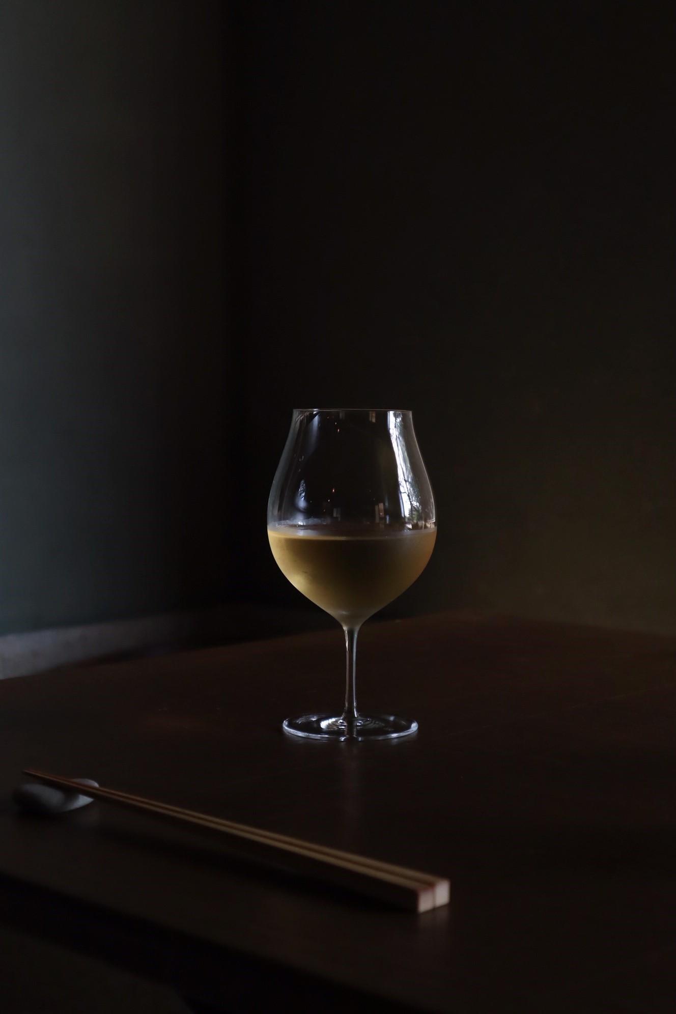 自然派ワインはダイニング、カフェ&バーで楽しめます