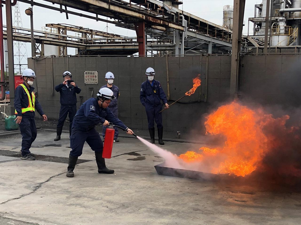 消火器を使用した訓練も実施