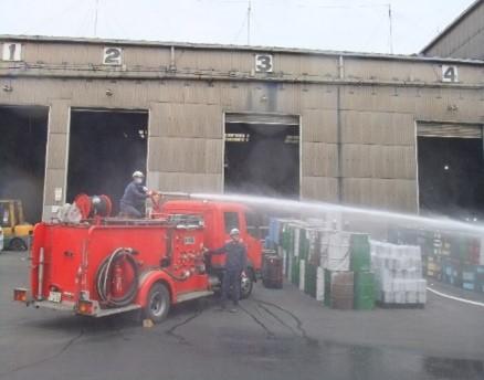 自社消防車から消化